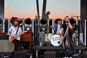 Brothers Osborne Perform 'All Night'