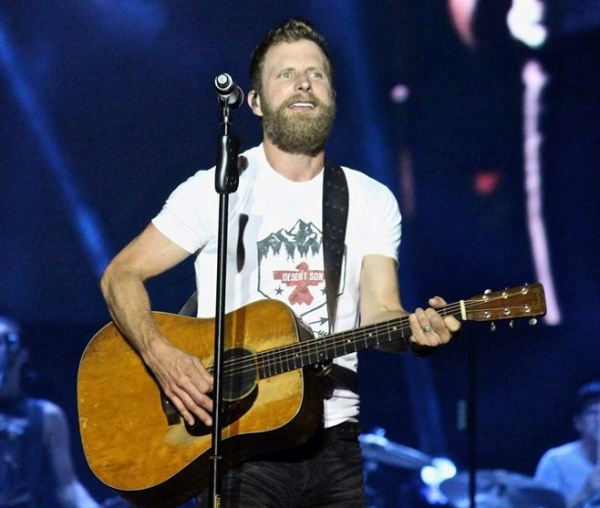 Dierks Bentley Performs 'Gone""