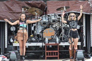 Maddie & Tae Perform on Day 3 of The Country Fest 2018